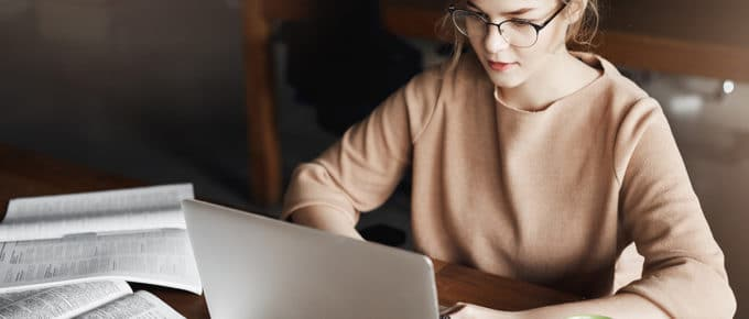 young-woman-studies-on-laptop